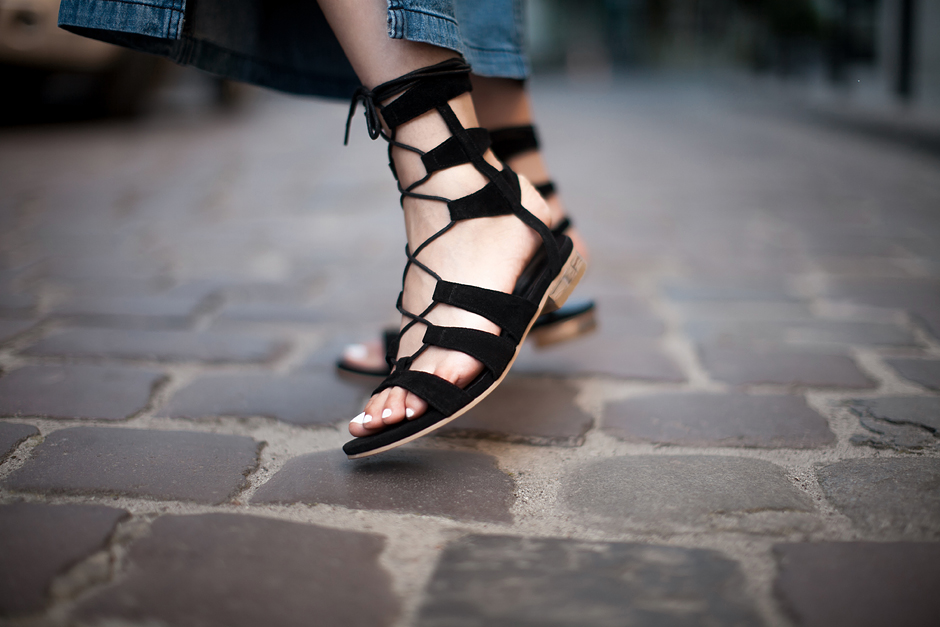 how-to-wear-gladiator-sandals-outfit-ideas
