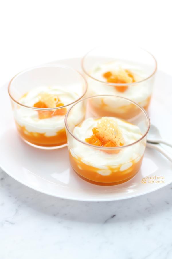 Bicchierini di crema di Parmigiano con salsa alle albicocche