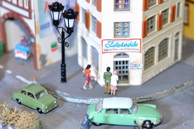 Kleine Welten ... Eisenbahnanlage H0 ... Modellbau ... Gerüchteküche rund um die Putzinger Zwitscherstube ... kontroverse Diskussionen ... Täglich Tanz und Unterhaltung ... Foto: Brigitte Stolle, Mannheim