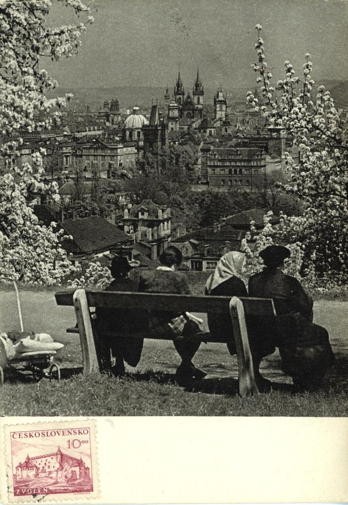 Vue sur la Vieille Ville de Prague depuis le parc de Petrin à Prague.