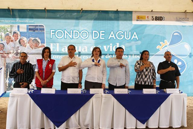 Inauguración de sistema de agua potable en Mercedes Umaña, apoyado por AECID y FISDL