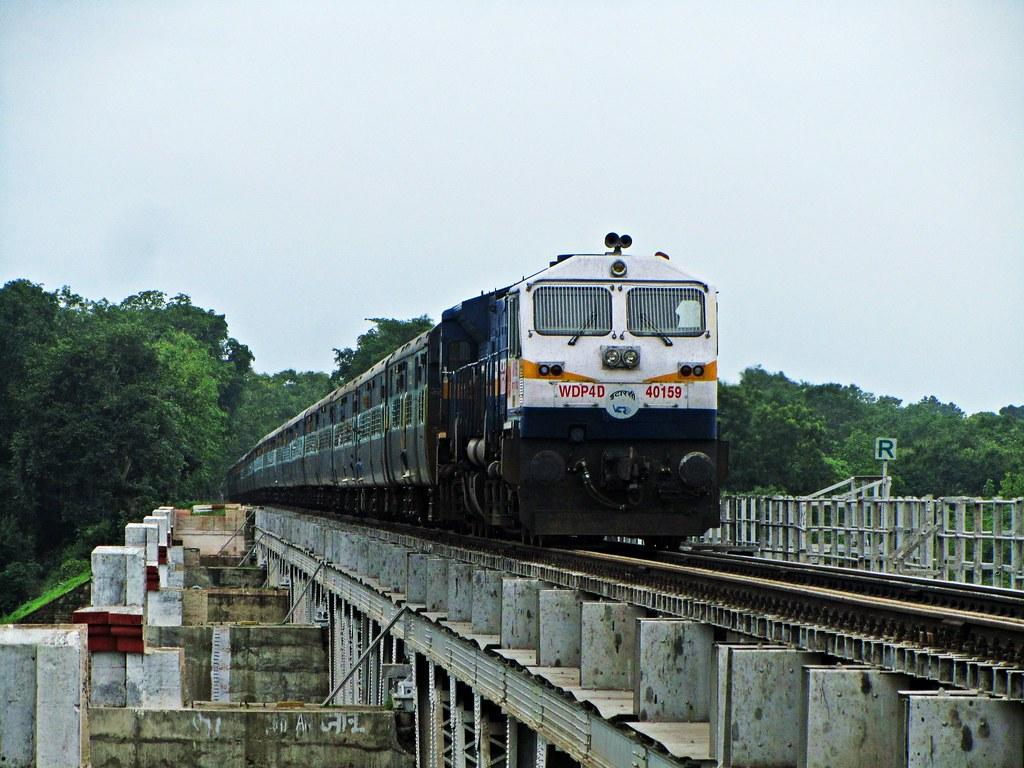 SN ET WDP4D hauling 12322 Kolkata Mail   by Sriram.SN