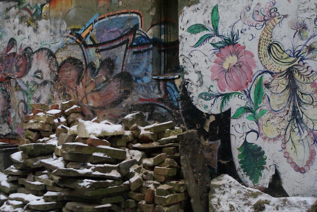 Vous trouverez différentes peintures murales (street art) à travers Lviv.