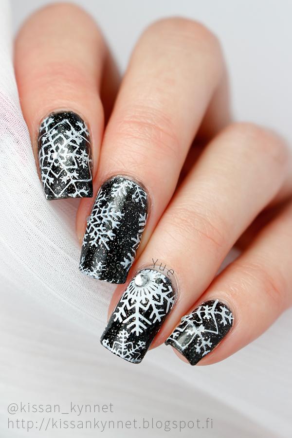 snowflake_nail_art