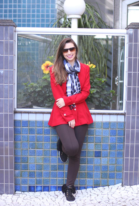 1-look do dia para o frio com casaco vermelho