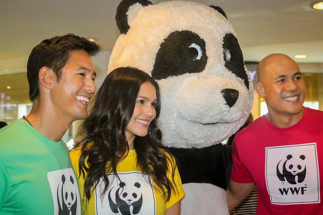 WWF Panda-bassadors Rovilson Fernandez, Iza Calzado, and Marc Nelson visit Makati for a Meet and Greet Fundraiser