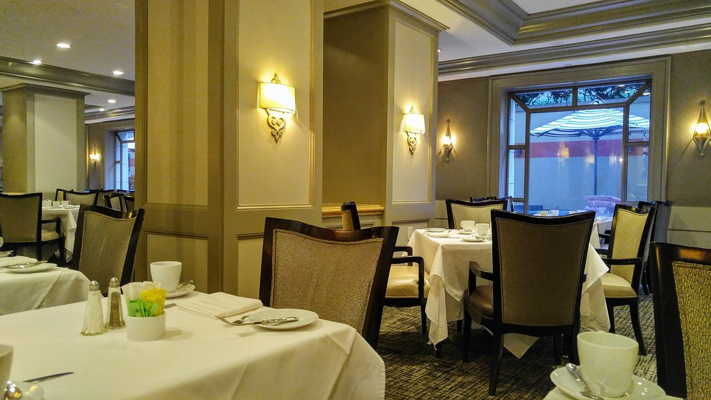 Dining room at the Hilton Checkers Downtown Restaurant