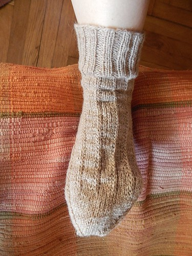 связанный спицами носок | horoshogromko.ru