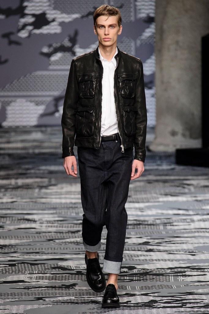 SS16 Milan Neil Barrett022_Marc Schulze(fashionising.com)