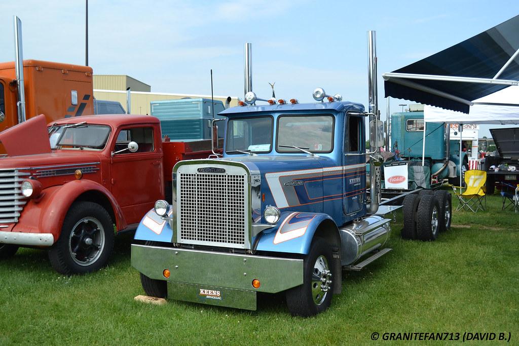 Mini Peterbilt Pickup Trucks - 0425