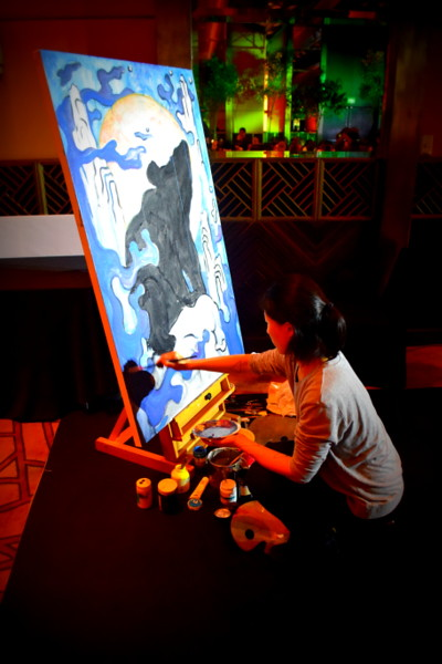 Artist Nini Sum of Idle Beats, Shanghai doing a live painting at the event by Stech @ Precis magazine