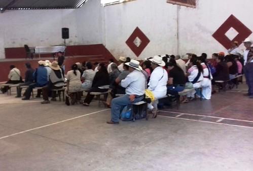 Rechazan pobladores de Cuetzalan consulta impuesta por CFE
