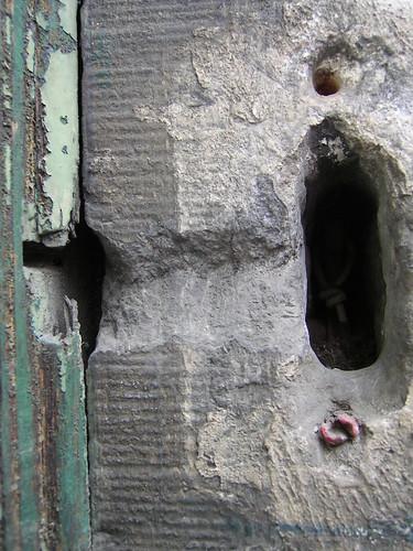 un trou dans le mur un trou dans le mur flickr. Black Bedroom Furniture Sets. Home Design Ideas