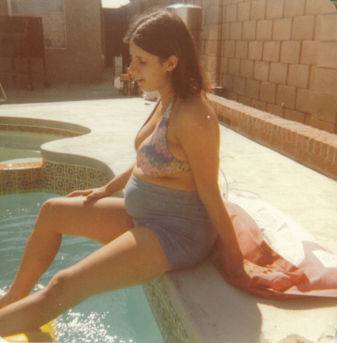 Mom pregnant with me (July 1977) | I was 3 weeks late. Sorry ...