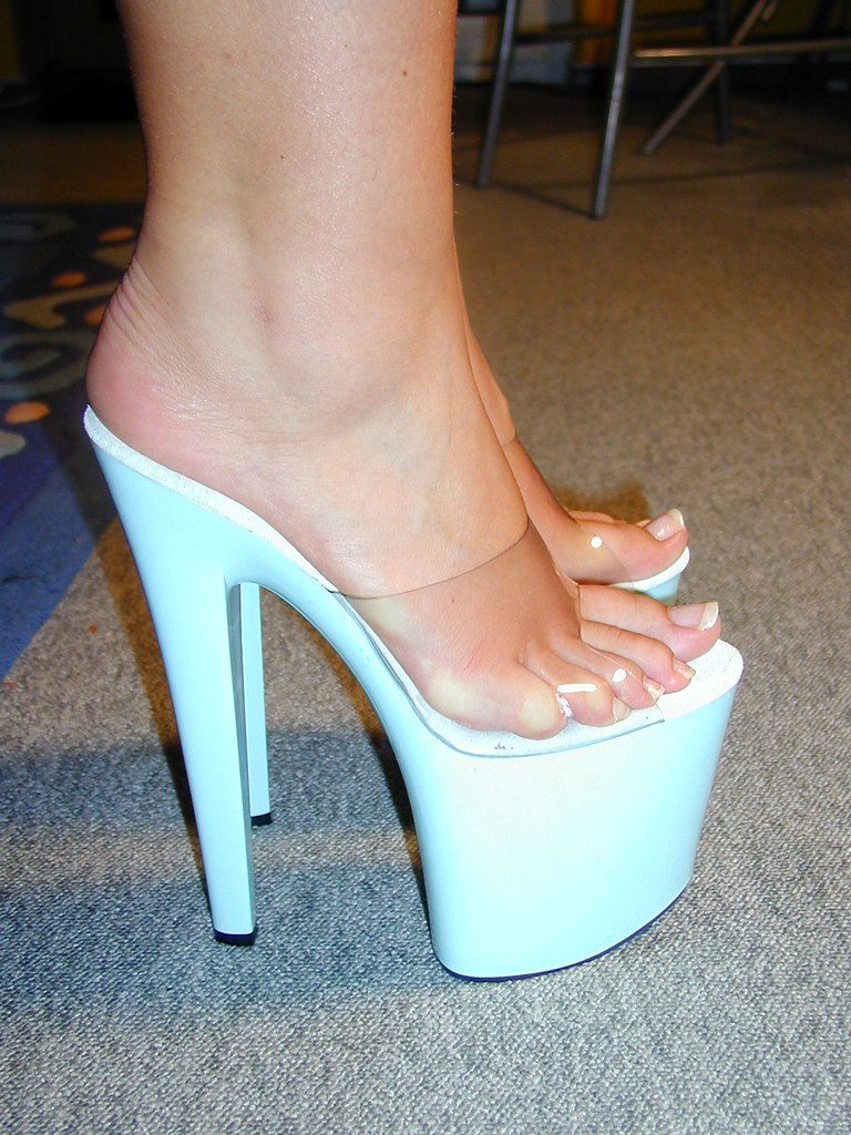 фото ножки в босоножках