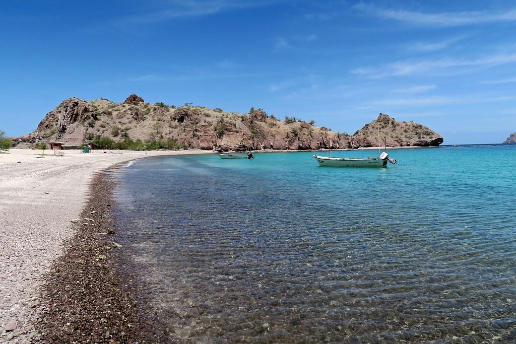 Una de les tres platges del poble.