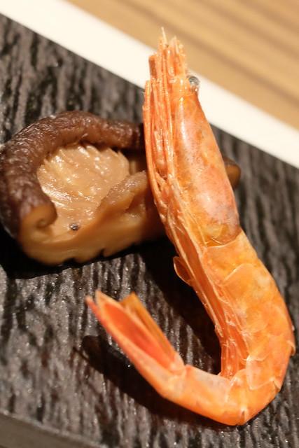 生彩八寸 季節の前菜 どんこと甘エビの干し物