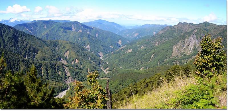 玉山登山步道西南眺楠梓仙溪兩側群山 2