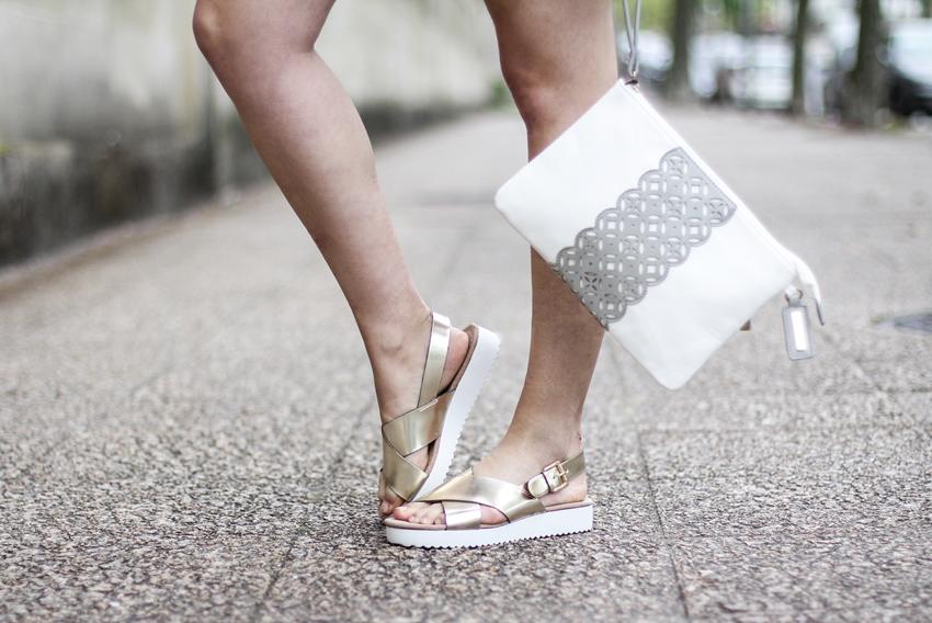 sandalias doradas con plataforma mariamare y bolso de mano verano 2015