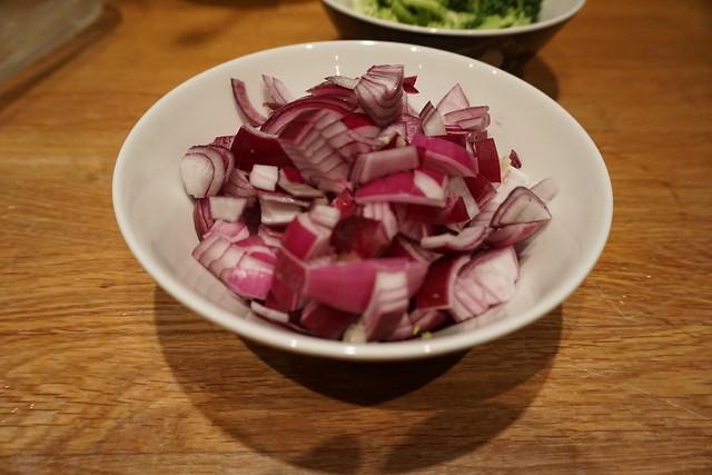 Vegetarisk lasagne alá vad som finns i kylskåpet - rödlök
