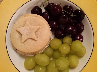 Mince pie and fruit