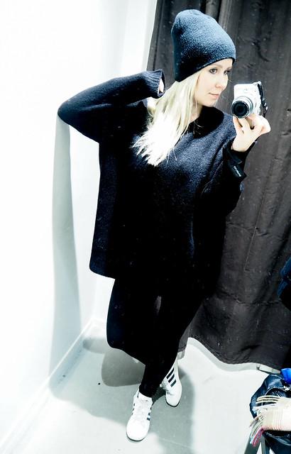 PB258291.jpgBlackOutfitMustaAsu, PB258338.jpgAllBlackOutfitWinter, PB258349.jpgBlackOutfit, PB258346.jpgALlBlackOutfit, black outfit, musta asu, kokonaan musta asu, rento, casual, comfy, mukava, lämmin, warming outfit, oversized black sweater, paksu musta väljä neule, clothes, vaatteet, black friday, musta perjantai, talvi, winter, syksy, autumn, fall, asua, fashion, muoti, olympus pen epl, kamera, camera, zara musta neule, hm musta pipo, black beanie, black chunky oversized sweater, adidas sneakers, adidas tennarit, white adidas sneakers, valkoiset adidaksen tennarit, superstars,