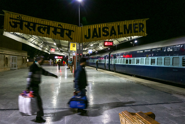 Jaisalmer railway station at night, India 深夜のジャイサルメール鉄道駅