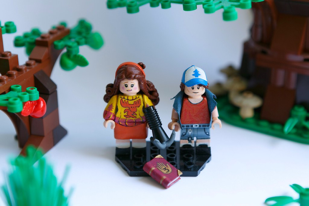 Gravity Falls   My custom Lego minifigures of Mabel and Dipp…   Flickr