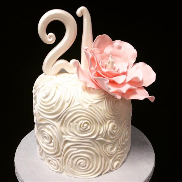 Elegant Cake For A Classy Girl 21 Birthday Bigfl Flickr
