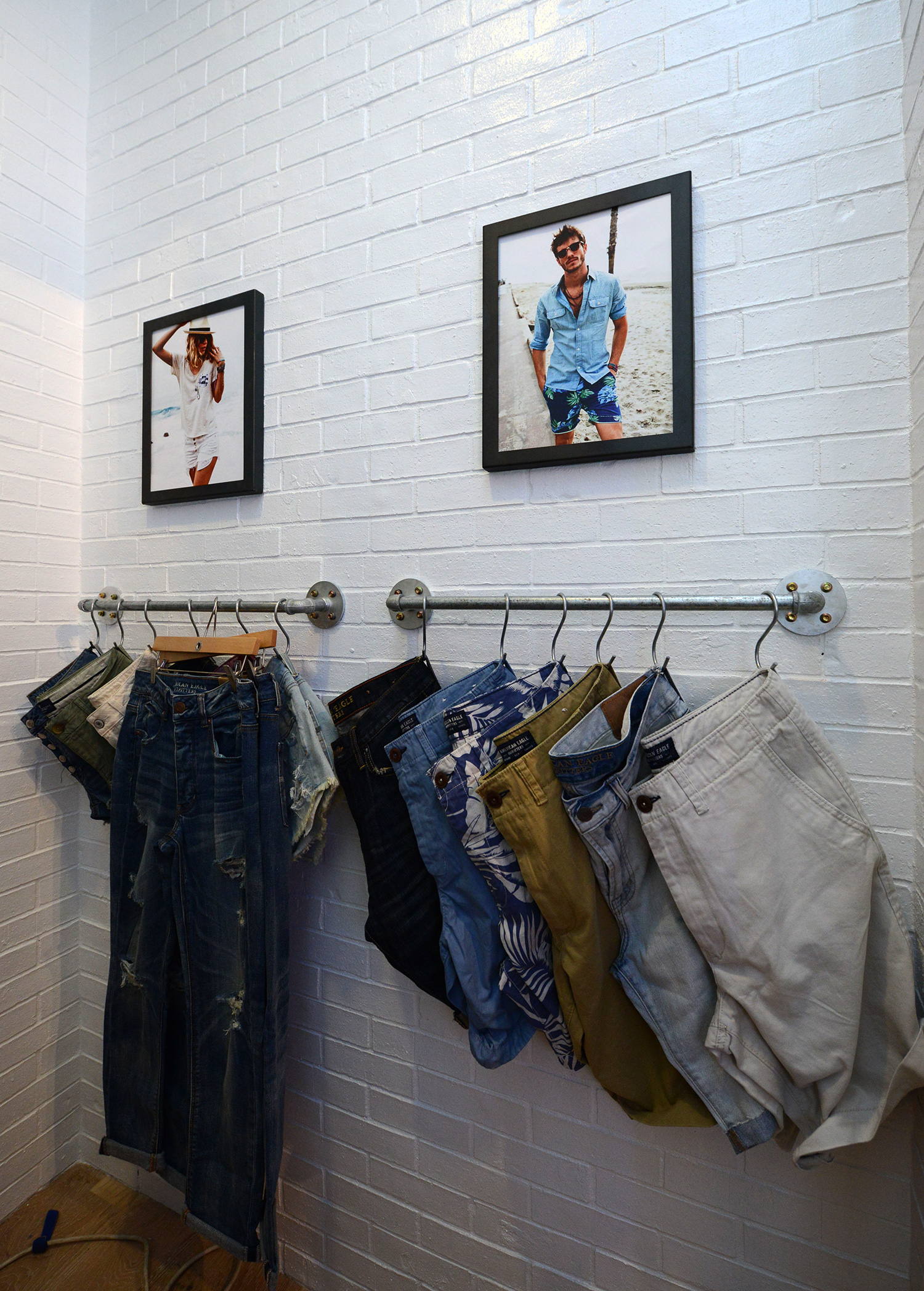 AEO-Store-Set-up_Fitting-room