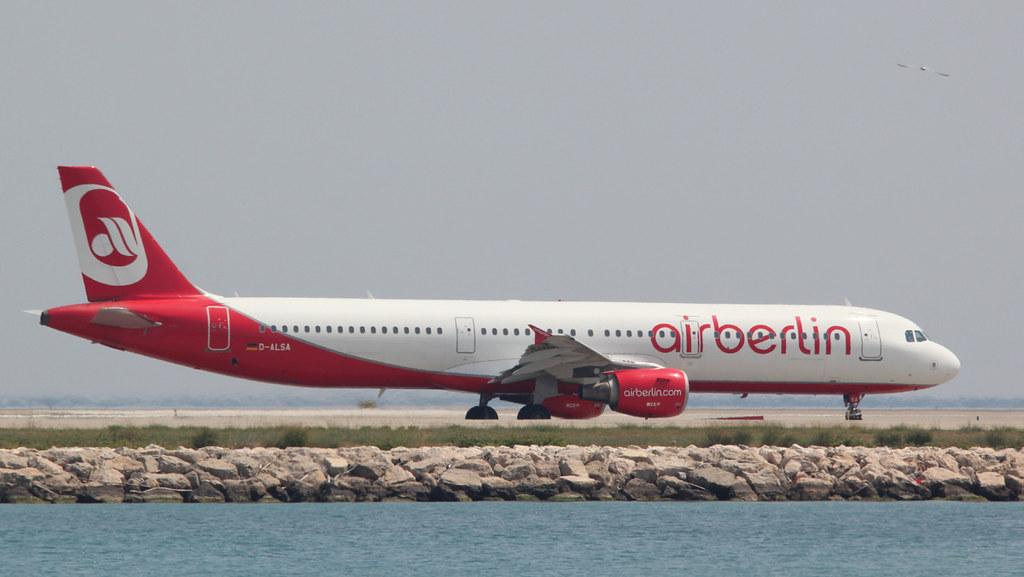 Aéroport Nice Côte d'Azur - LFMN/NCE Juillet 2015   19184300148_316077de2a_b