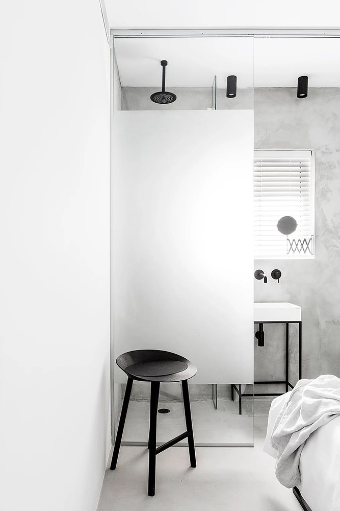 SIG black and white apartment by Yael Perry Sundeno_16