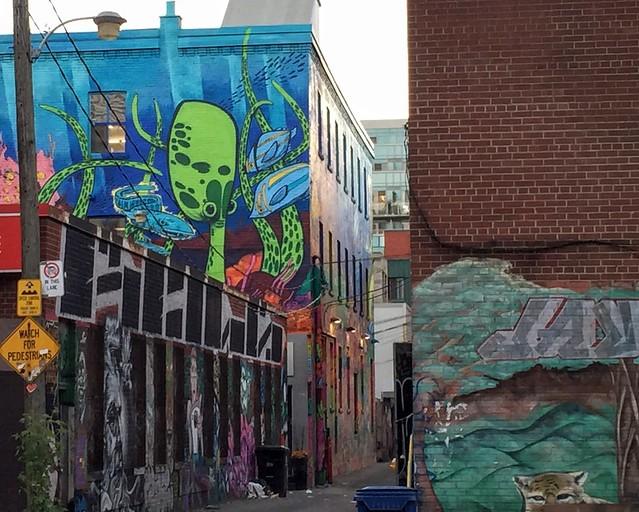 Une pieuvre géante, Street Art à Toronto, Graffiti Alley par Uber5000
