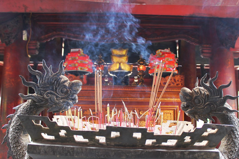 Incense, Bai Duong - House of Ceremonies, Văn Miếu - Temple of Literature, Hà Nội