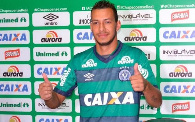 Jo�o Afonso comenta assist�ncia para &#39gol hist�rico&#39 da Chapecoense
