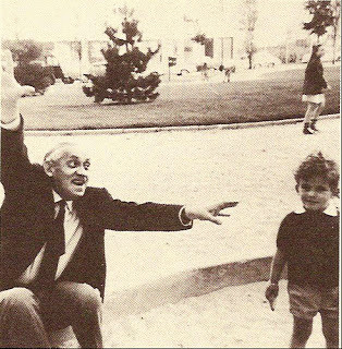 Aleksander Wat a Sceaux con il nipotino 1962
