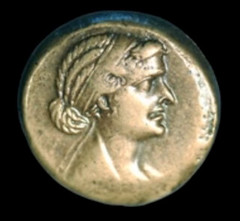 Cleopatra's coin hairstyle1