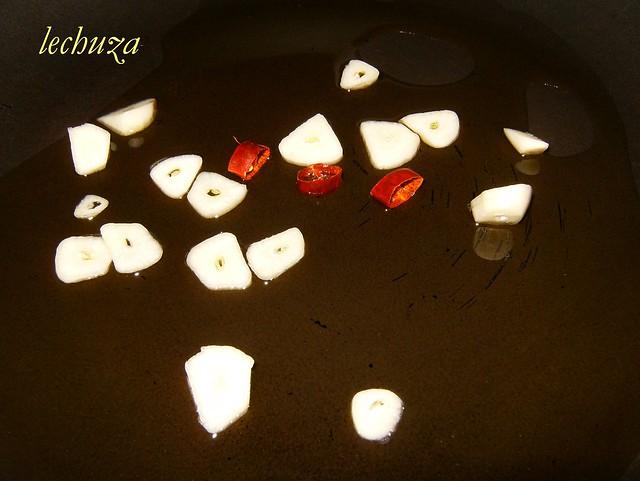 3-Revuelto grelos y pulpo-ajos y guindilla