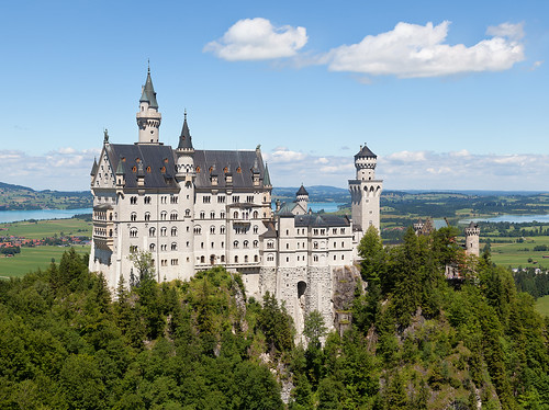 """Schloss Neuschwanstein 2013"" by Thomas Wolf, www.foto-tw.de - Own work. Licensed under CC BY-SA 3.0 de via Wikimedia Commons - https://commons.wikimedia.org/wiki/File:Schloss_Neuschwanstein_2013.jpg#/media/File:Schloss_Neuschwanstein_2013.jpg"