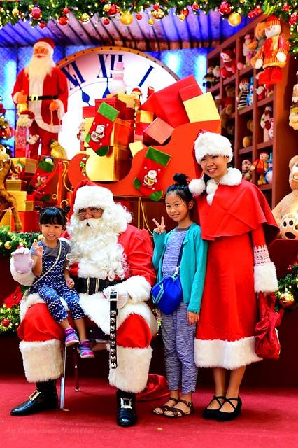 The popular Santa & Miss Santa