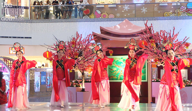 Chinese Dance Performance at SM North