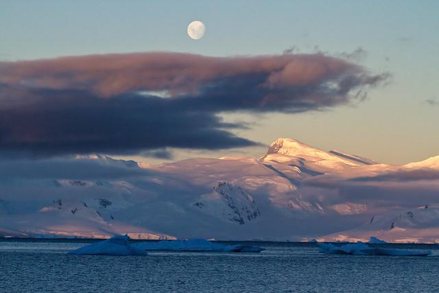 Moon, Hanging Cloud, Mountain