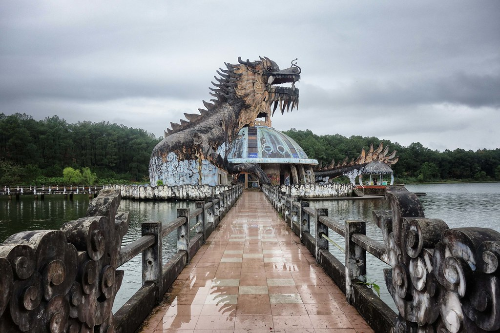 Hue - Ho Thuy Tien - Abandoned Water Park 1