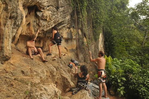 climbing buddies at Tonsai