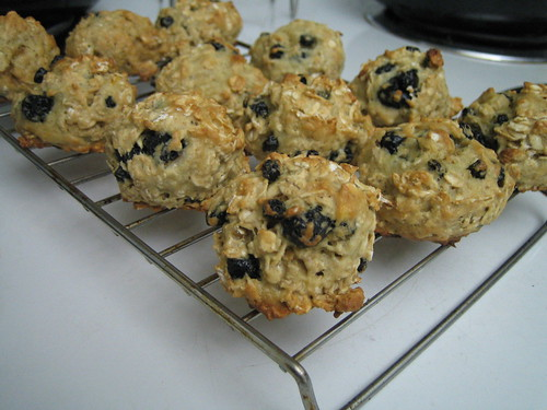 Another Morning with Banana, Blueberries and Oats (recipe included) | by Renée S. Suen