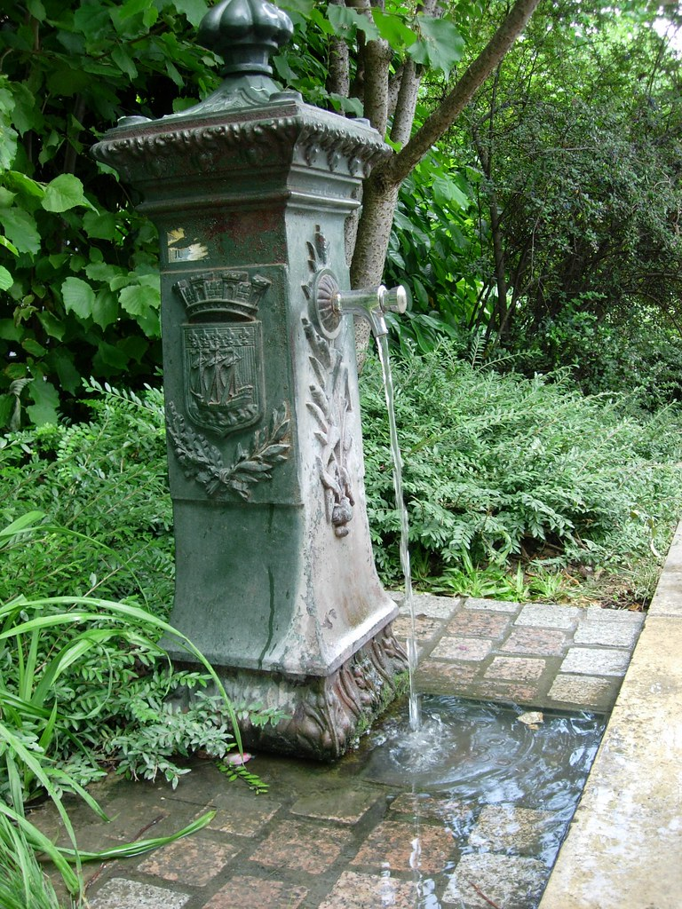 Water fountain at the promenade plante pashmin flickr for Design of ash pond