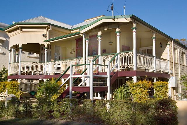 Old queenslander house 04 flickr photo sharing for Classic queenslander house