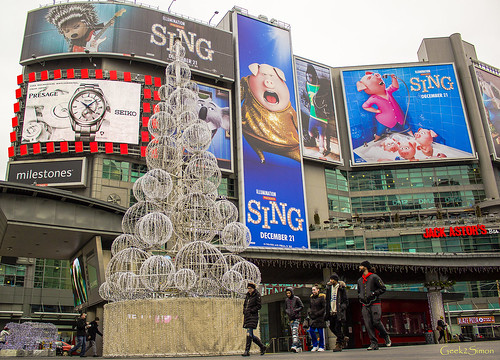 2016 Christmas Decoration at Dundas Square | by geek2simon