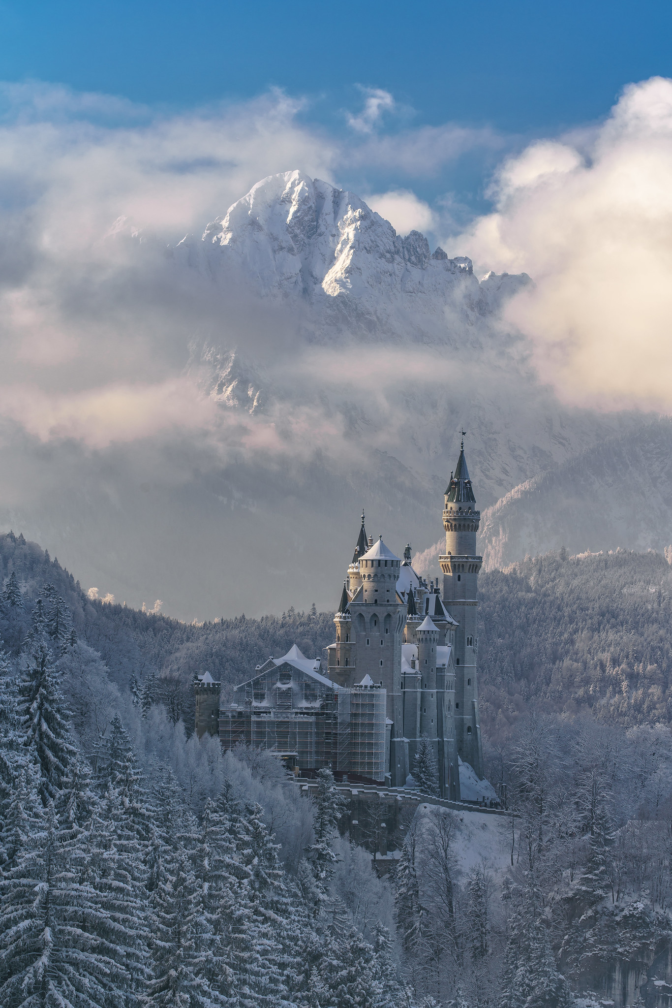 Neuschwanstein in Winter (by Achim Thomae)