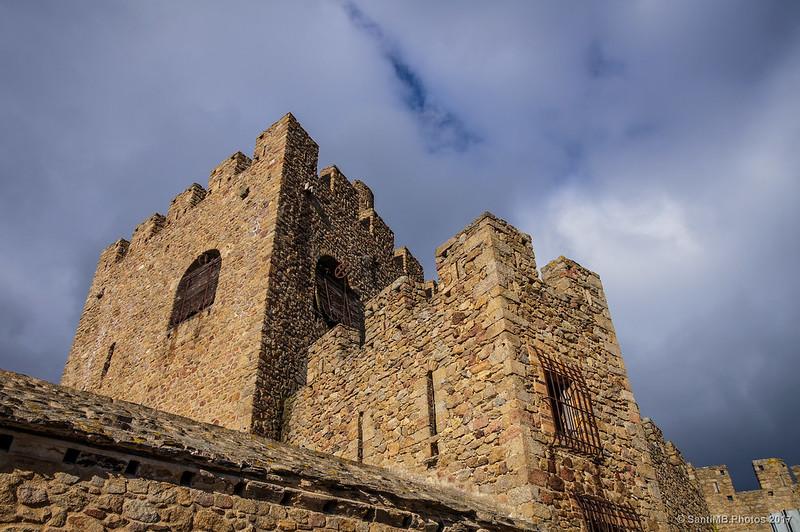 Parte alta del castillo de Requesens desde la terraza superior